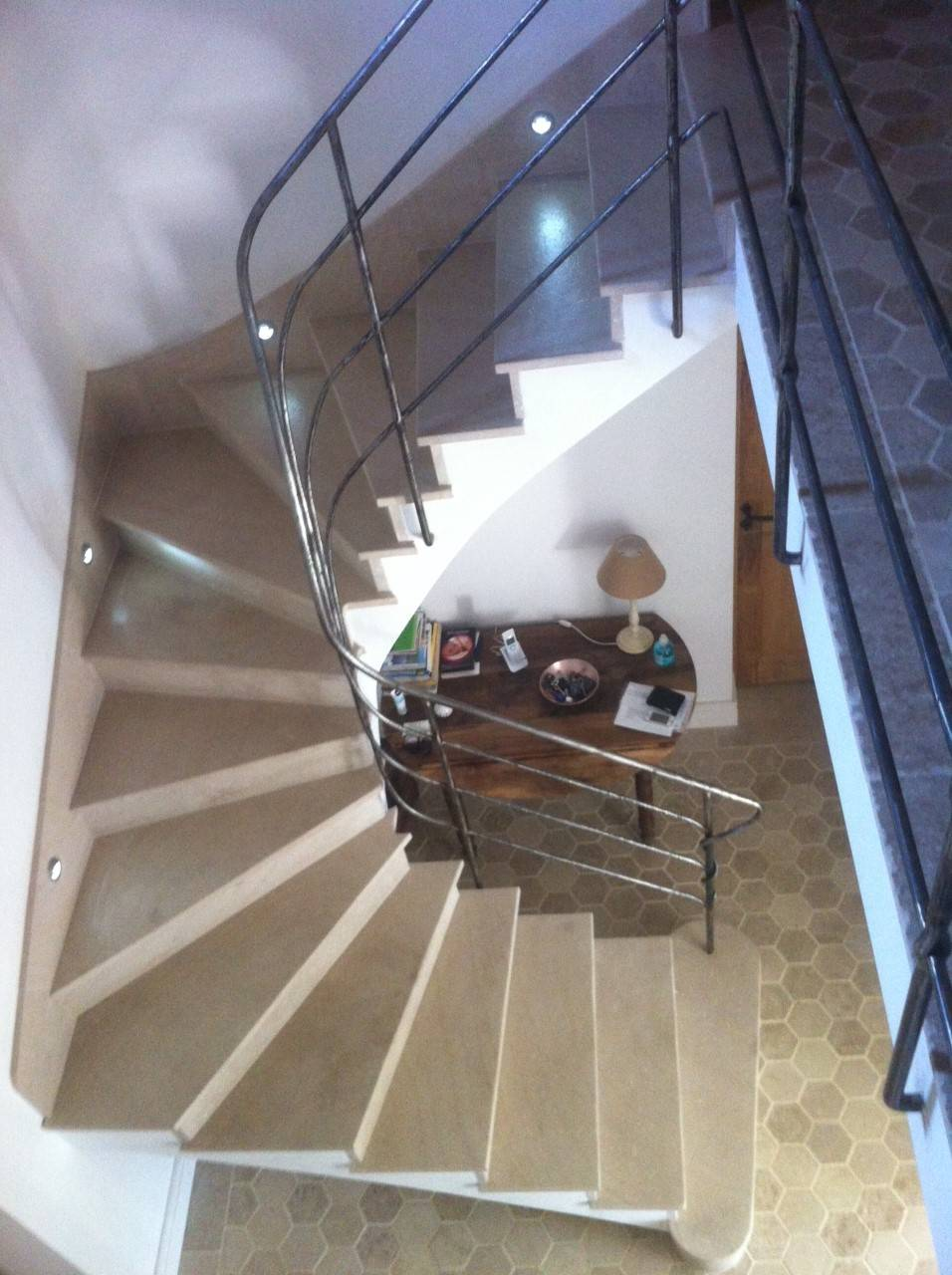 Escalier en pierre naturelle vers avignon taille et for Escalier en pierre naturelle