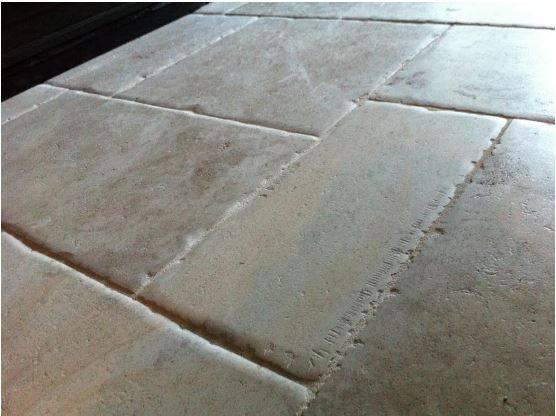 Carrelage nimes pierres naturelles gard 30 taille et for Carrelage pierre naturelle pour interieur