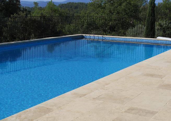 Margelle de piscine et bassin en pierre naturelle lyon et for Bassin piscine pierre