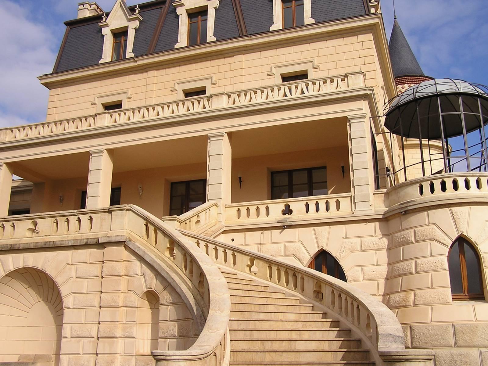 escalier en pierre naturelle vers avignon taille et vente de pierres naturelles pr s de. Black Bedroom Furniture Sets. Home Design Ideas