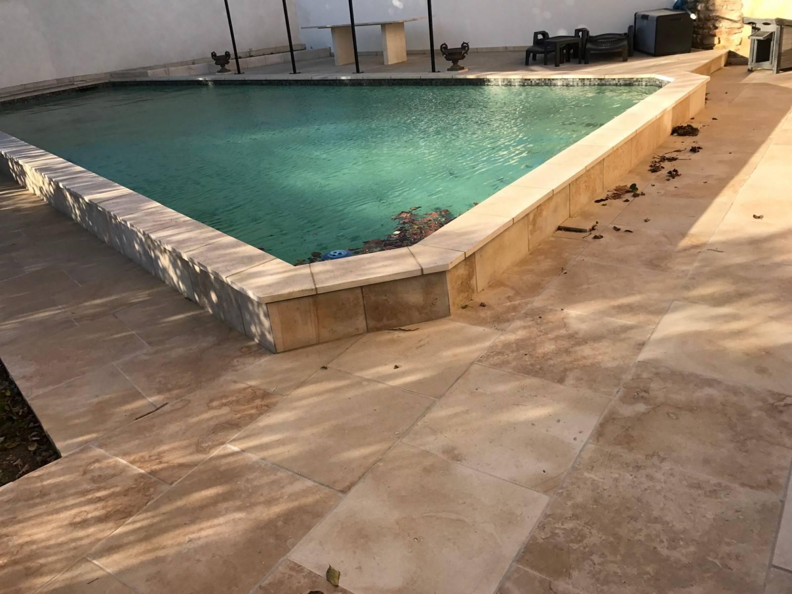 margelle de piscine en pierre naturelle entre montpellier et orange taille et vente de pierres. Black Bedroom Furniture Sets. Home Design Ideas