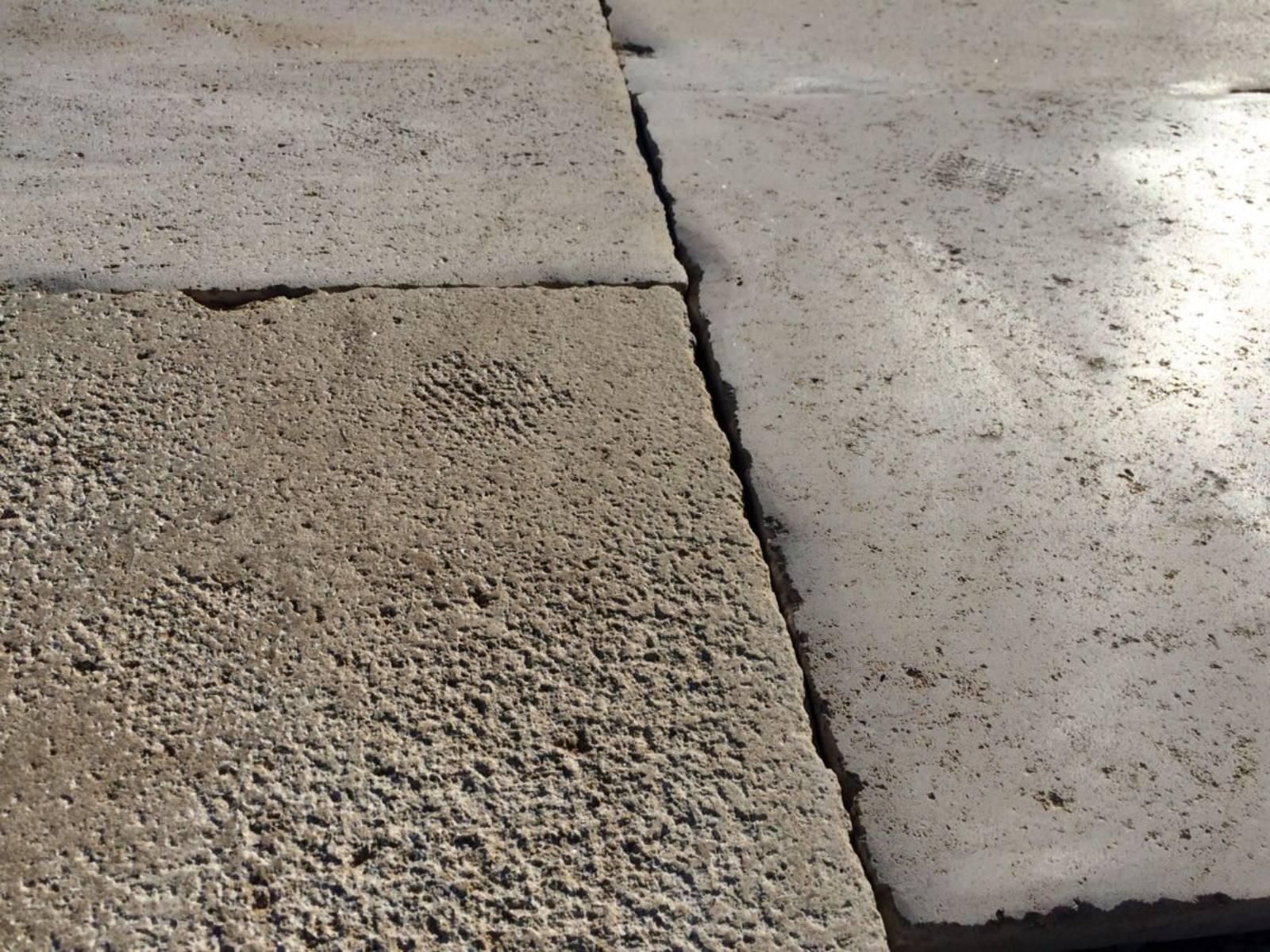 Dallage pierre uzes taille et vente de pierres for Dallage pierre exterieur