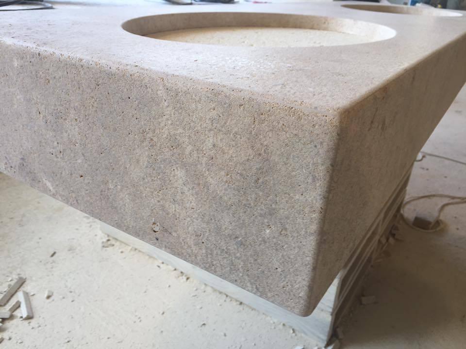 Evier ancien en pierre naturelle entre montpellier et for Evier en pierre pour exterieur