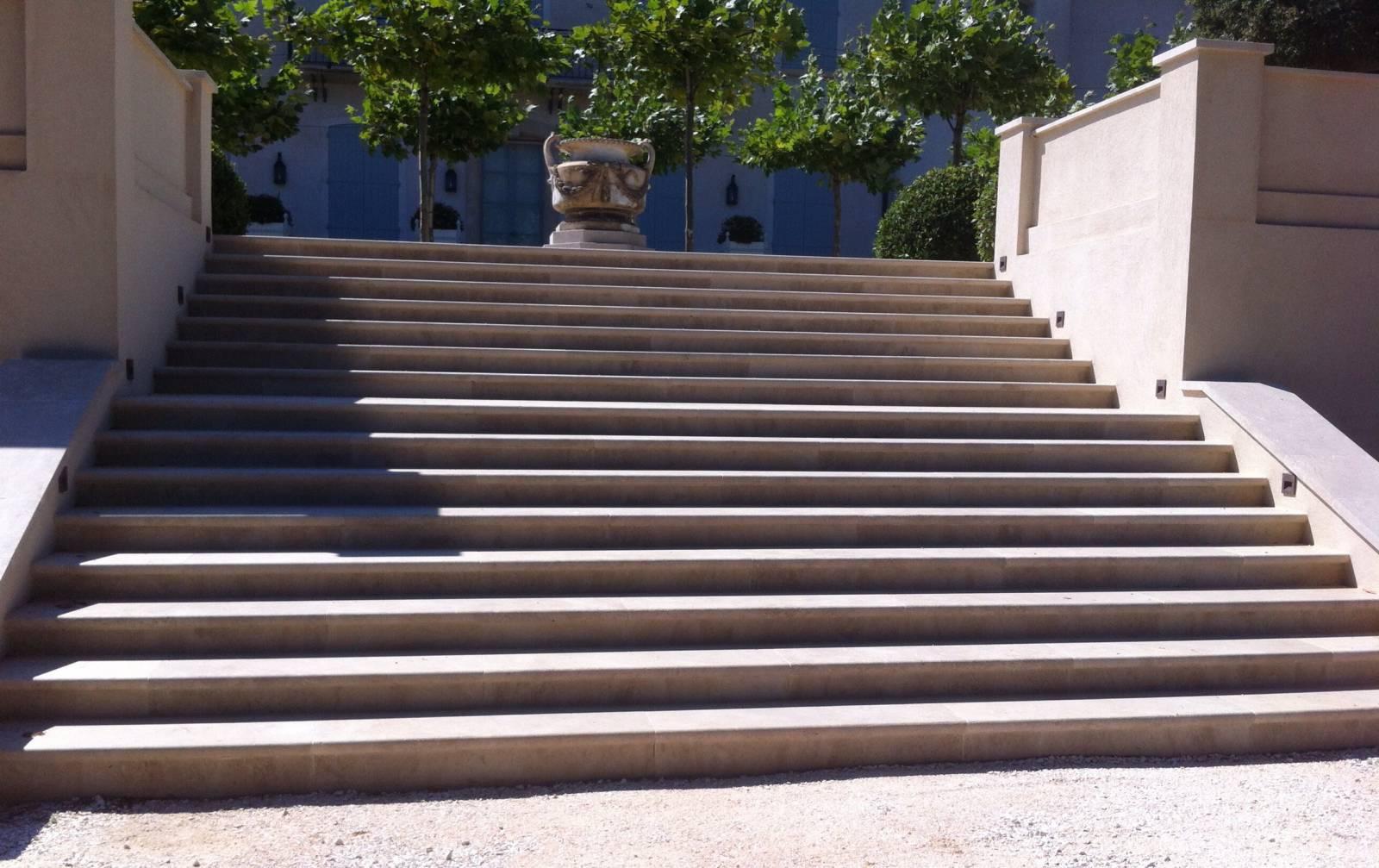 escalier en naturelle vers avignon taille et vente de pierres naturelles pr 232 s de