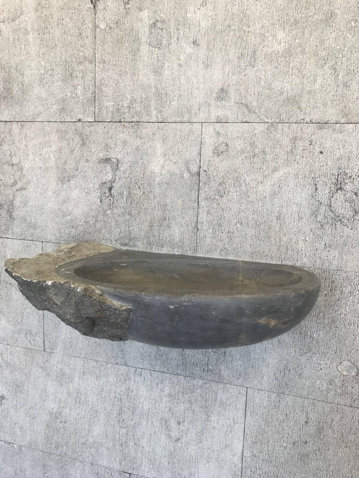 Carrelage Pierre Naturelle Nantes dallage en vieille pierre naturelle noire ou grise unie